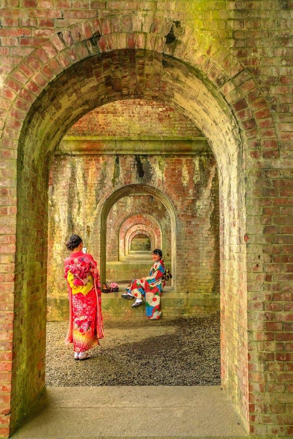Femme dans l'aqueduc de Nanzen-JI image stock