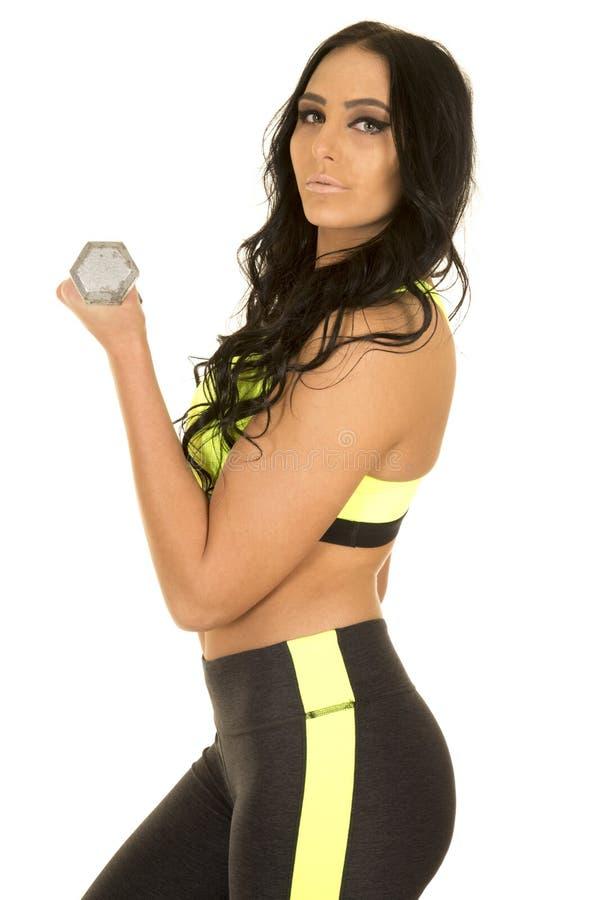 Femme dans la boucle verte et noire de côté de vêtements de forme physique photos stock