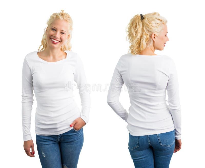 Femme dans la longue chemise blanche de douille photo stock