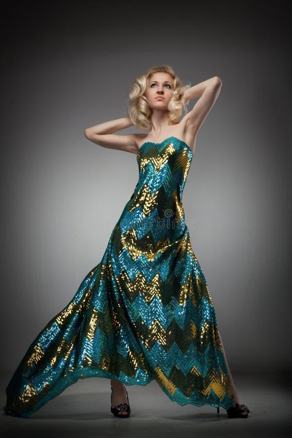 femme dans la longue robe photos libres de droits