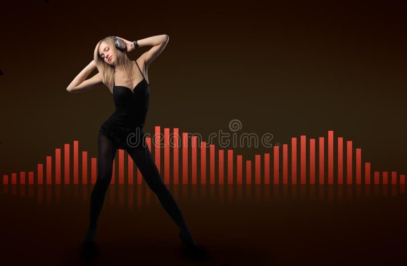 Femme dans la musique photographie stock