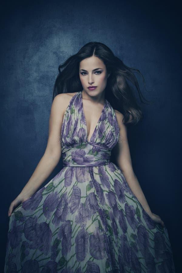 Femme dans la robe élégante photos stock