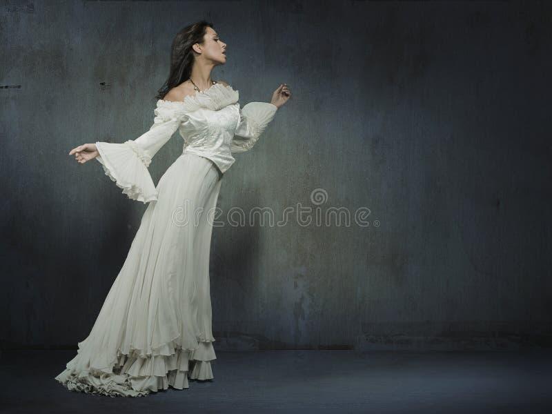 femme dans la robe photo stock