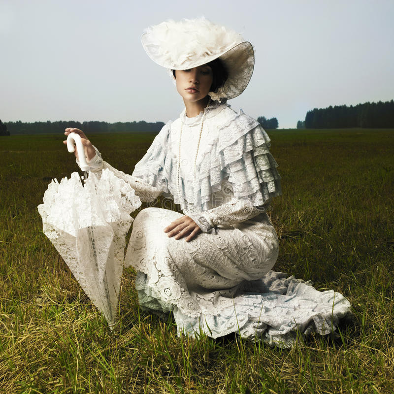 Femme dans la robe de cru photos stock
