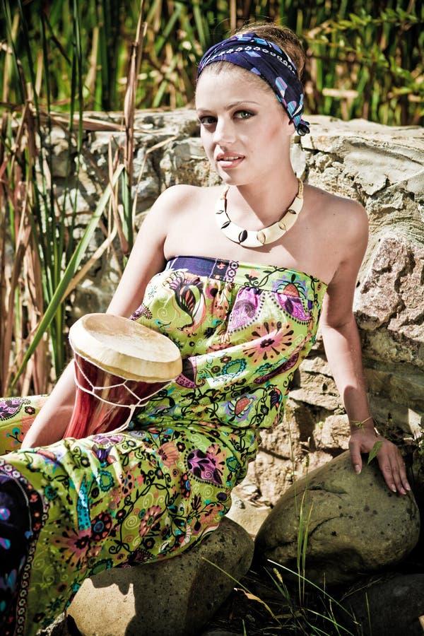 Femme dans la robe ethnique images libres de droits