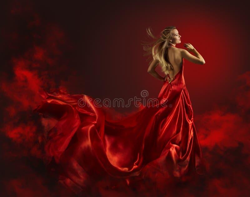 Femme dans la robe, la Madame Fantasy Gown Flying et l'ondulation rouges photo libre de droits
