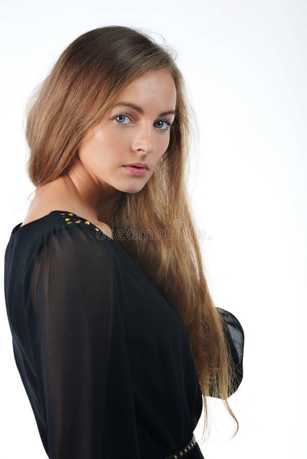 Femme dans la robe noire photo libre de droits