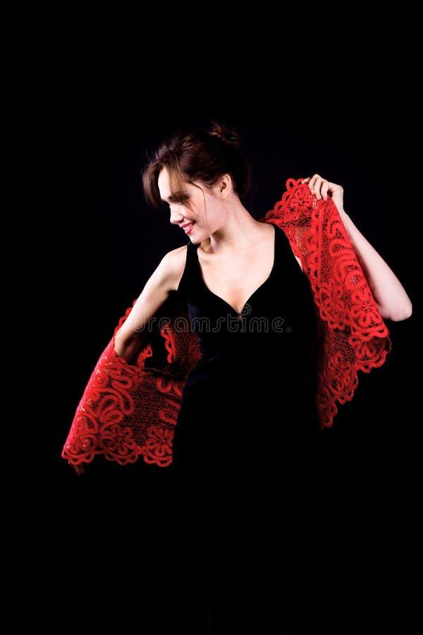 Femme dans la robe noire avec la jupe rouge image libre de droits