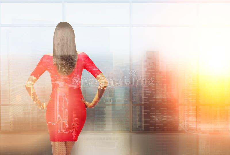 Femme dans la robe rouge photographie stock libre de droits