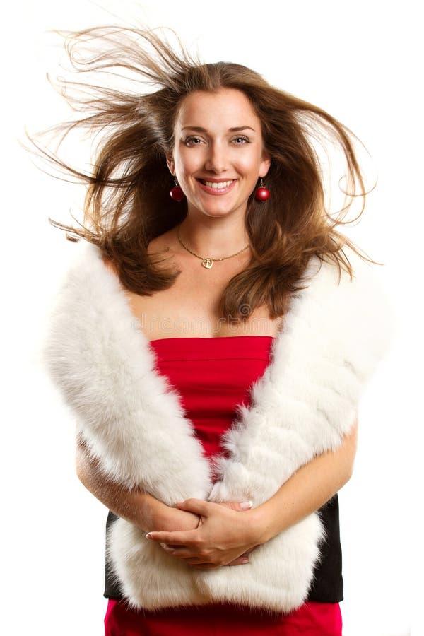 Femme dans la robe rouge avec des fourrures photographie stock libre de droits