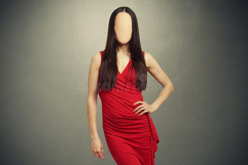 Femme dans la robe rouge avec le visage clair vide images stock