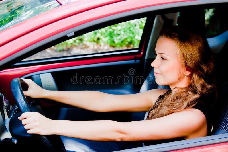 Femme dans la voiture images libres de droits