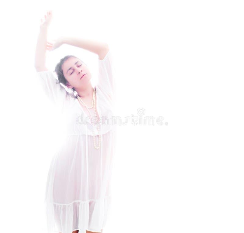Femme dans le blanc