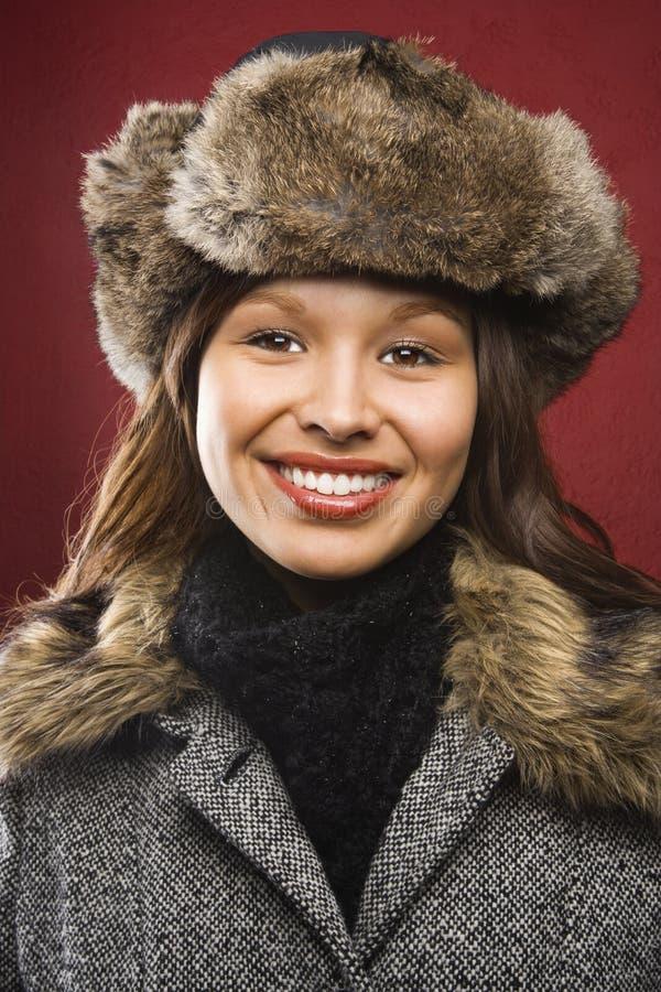 Femme dans le chapeau et la couche. photos stock
