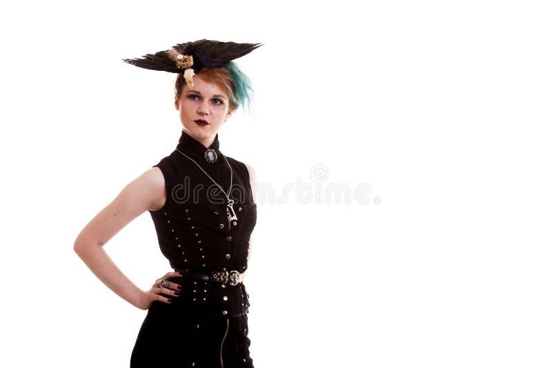 Femme dans le costume de pirate d'isolement au-dessus du fond blanc photos libres de droits