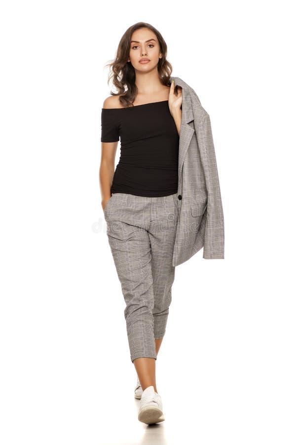 Femme dans le costume occasionnel images libres de droits
