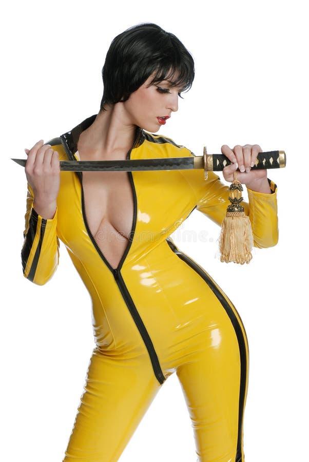 Femme dans le latex jaune   photo stock