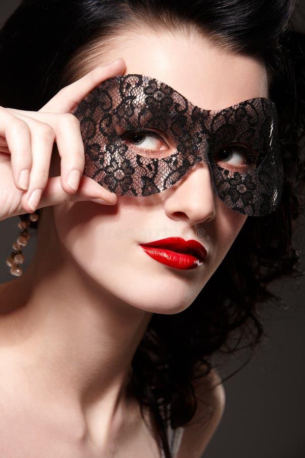 Femme dans le masque de carnaval image stock