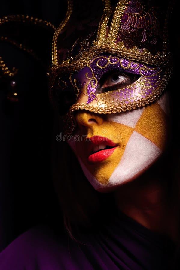 Femme dans le masque de réception photos stock