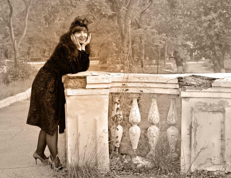 Femme dans le rétro type photos libres de droits
