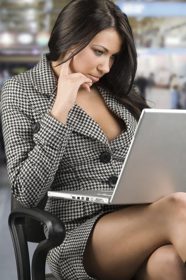 Femme dans le travail photo stock