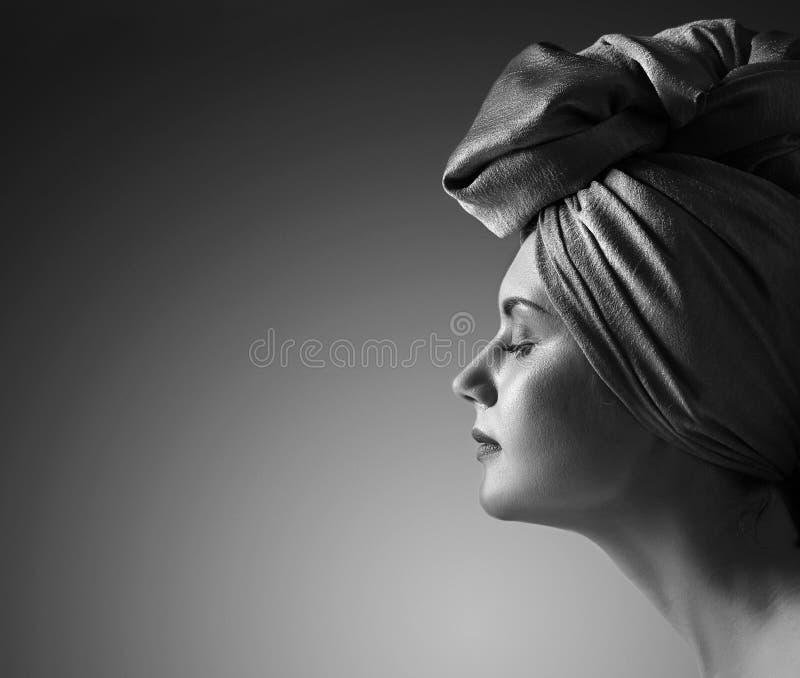 Femme dans le turban photos stock