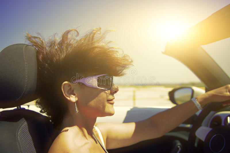 Femme dans le véhicule photographie stock libre de droits
