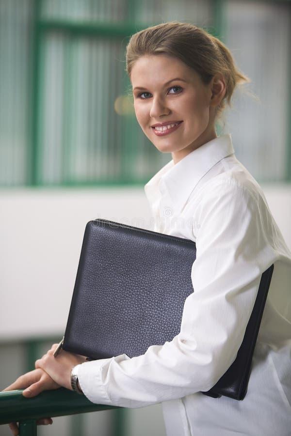 Download Femme dans les affaires photo stock. Image du dépliant - 2132300