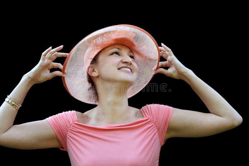 Femme dans un chapeau de paille rose photo stock