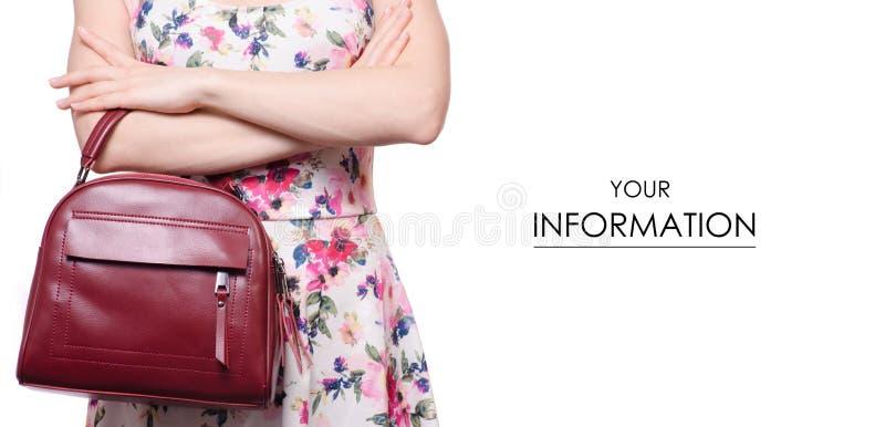 Femme dans une robe dans une main un modèle rouge en cuir femelle de sac à main de sac images libres de droits
