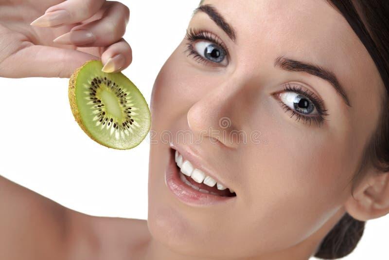 Femme de beauté avec des fruits images stock