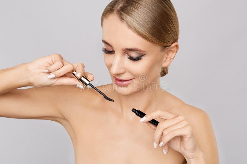 Femme de beauté avec la peau parfaite Application du concept de maquillage photographie stock libre de droits