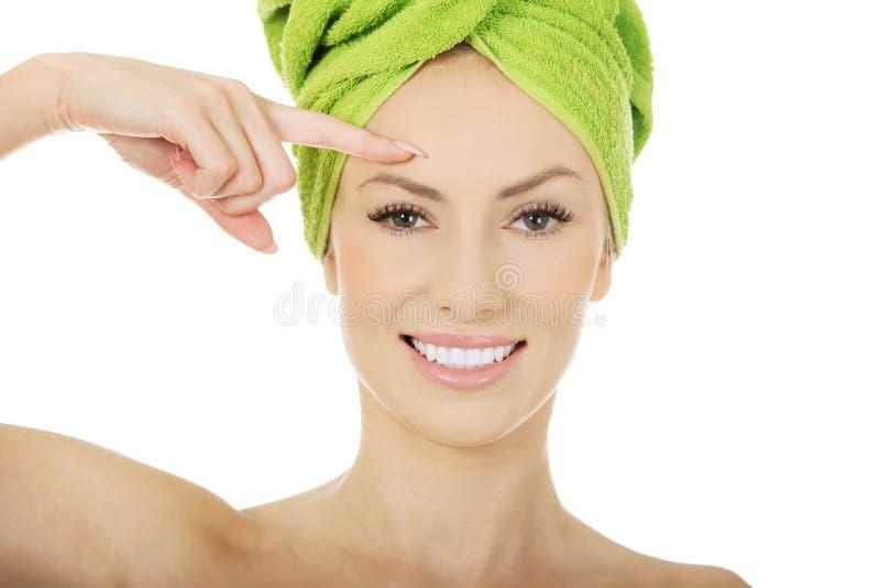 Femme de beauté avec la serviette de turban photos libres de droits