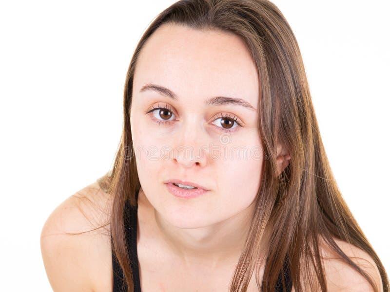Femme de beauté avec parler blanc de sourire photos stock