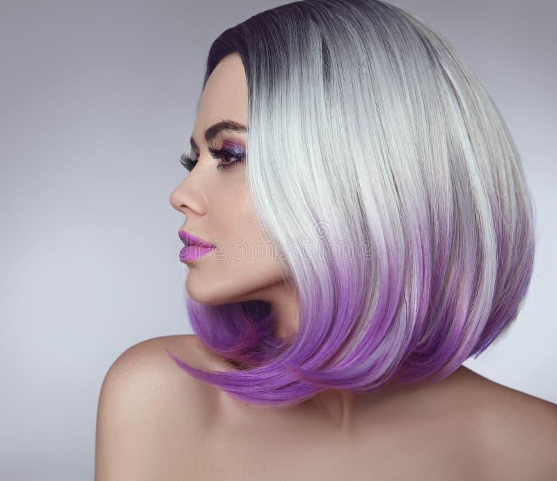 Femme de coloration de cheveux de plomb d'Ombre Portrait de beauté des WI blonds de modèle images stock
