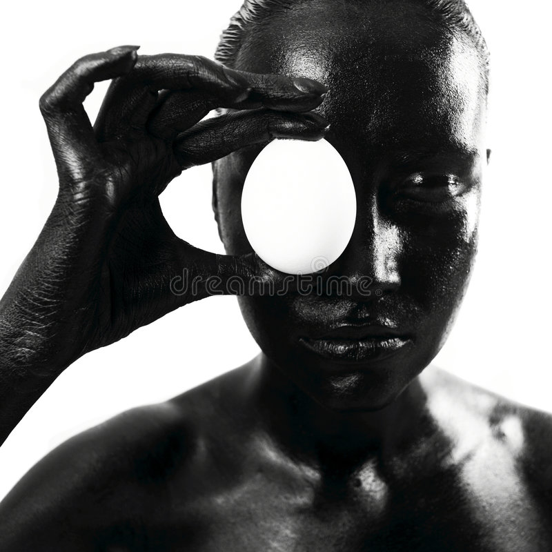 Femme de couleur composée avec l'oeuf photos libres de droits
