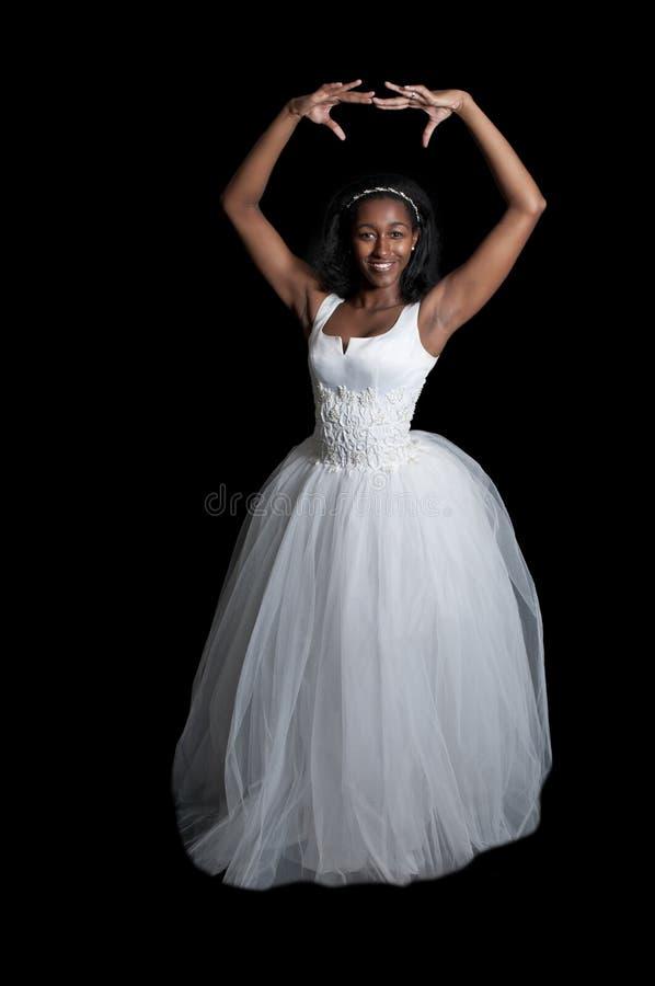 Femme de couleur dans la robe de mariage photos stock