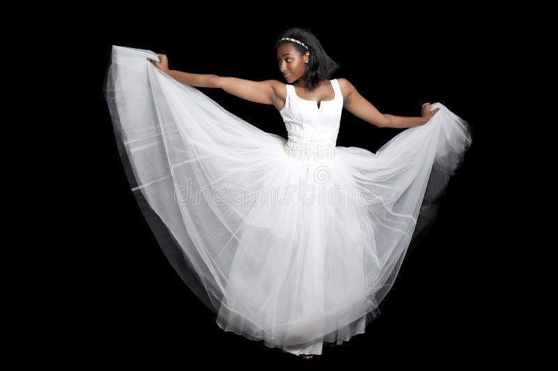Femme de couleur dans la robe de mariage image libre de droits