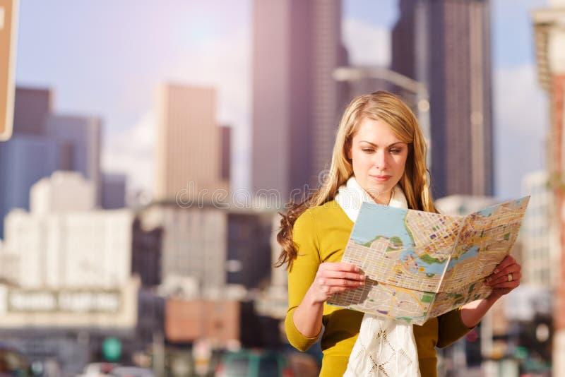 Femme de déplacement photographie stock libre de droits