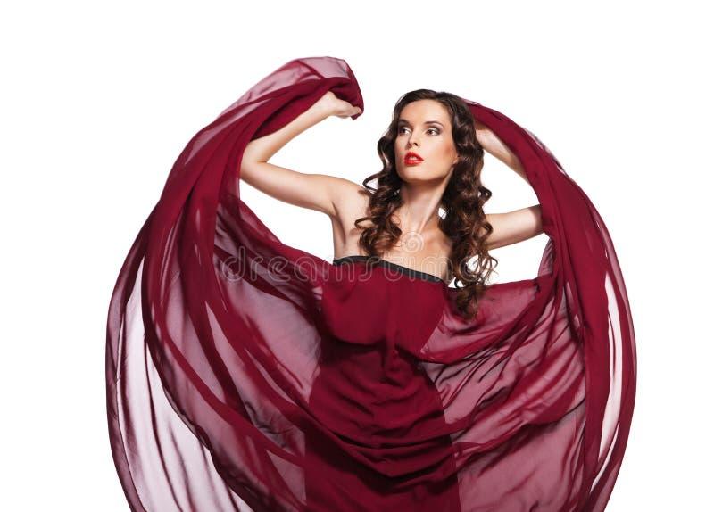 Femme de danse dans le vol rouge de robe sur le vent photos stock