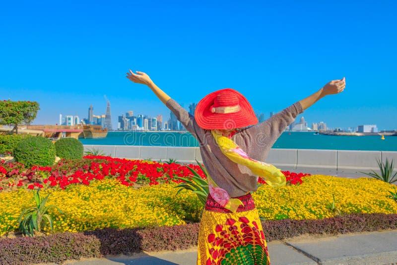 Femme de Doha Corniche photos stock
