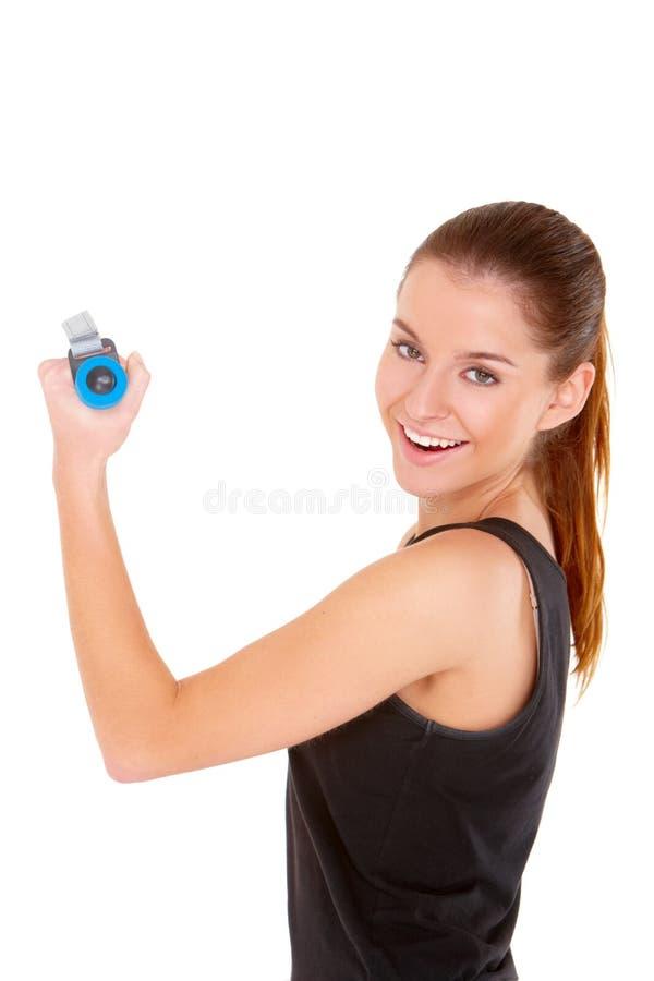 Femme de forme physique établissant avec les poids libres image stock