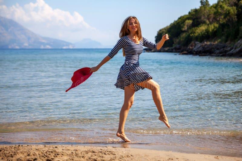 Femme de Jumpin photos stock