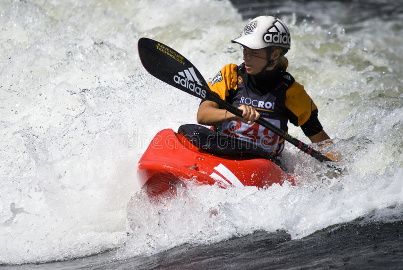 Femme de kayak photographie stock
