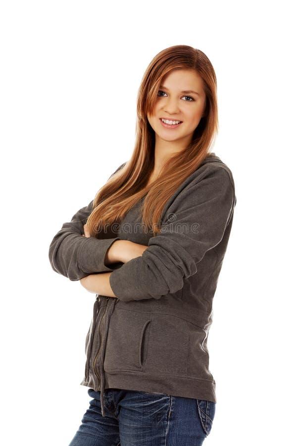 Femme de l'adolescence heureuse avec les bras pliés photo libre de droits