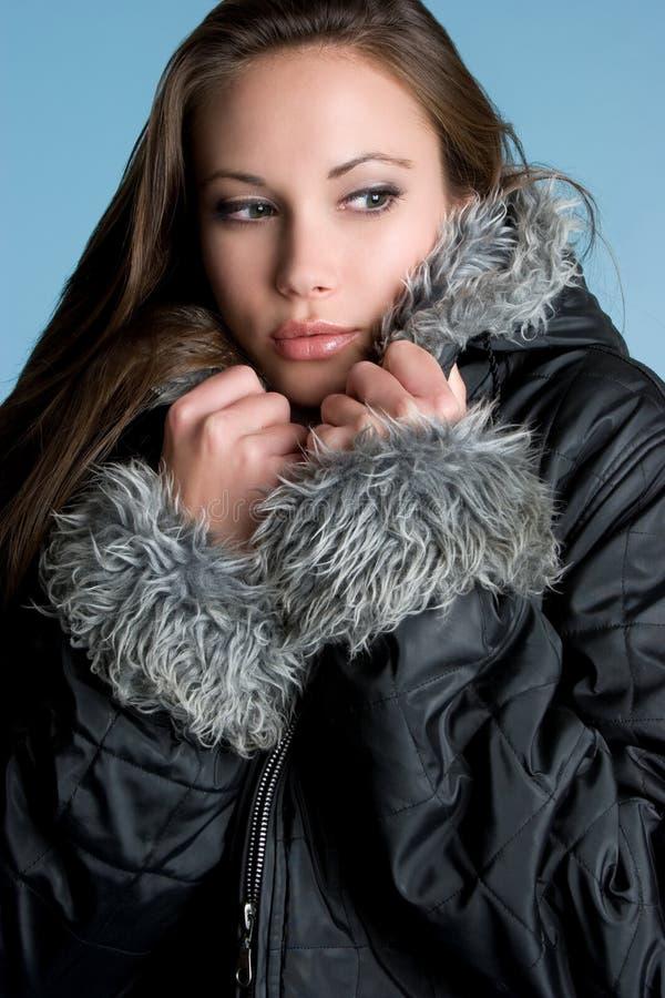 femme de l'hiver de couche photographie stock libre de droits
