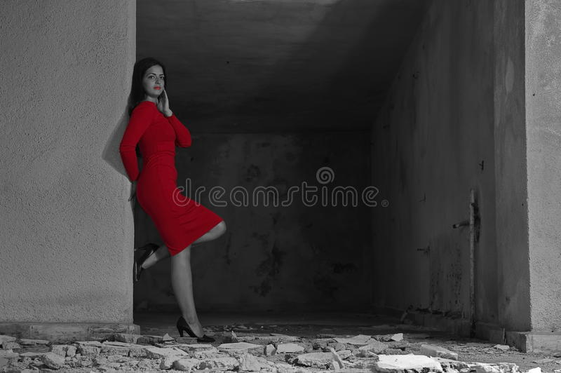 Femme de luxe en rouge photo stock