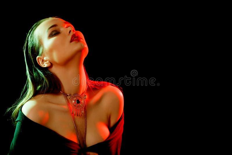 Femme de luxe sensuelle photos stock