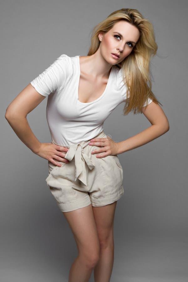 Femme de mode d'été image stock