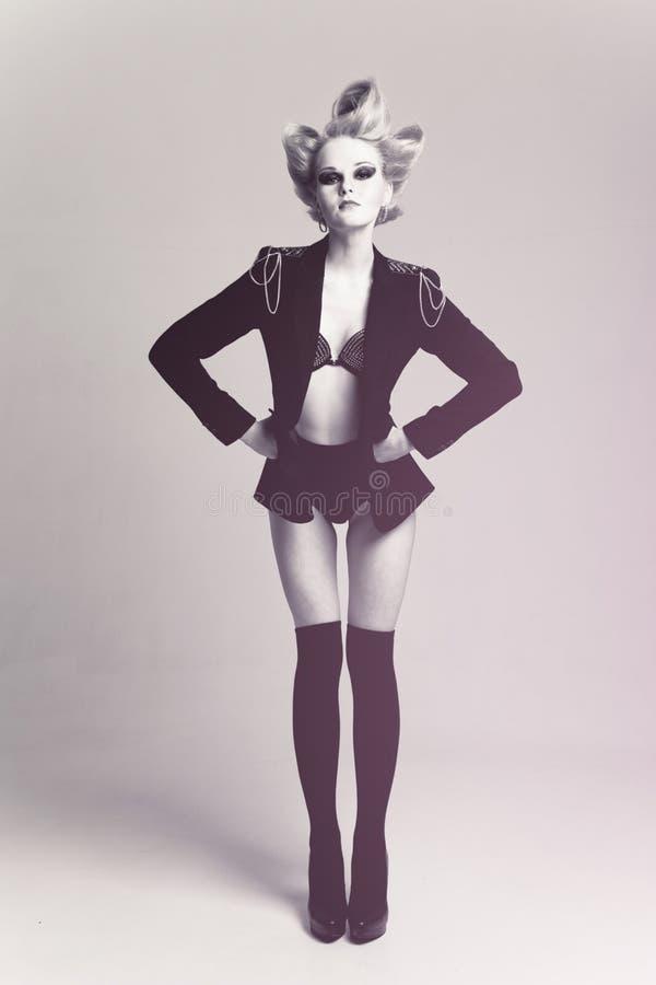 Femme de mode dans la couche photographie stock